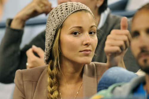 Jelena Ristic brown Hat watching Tennis
