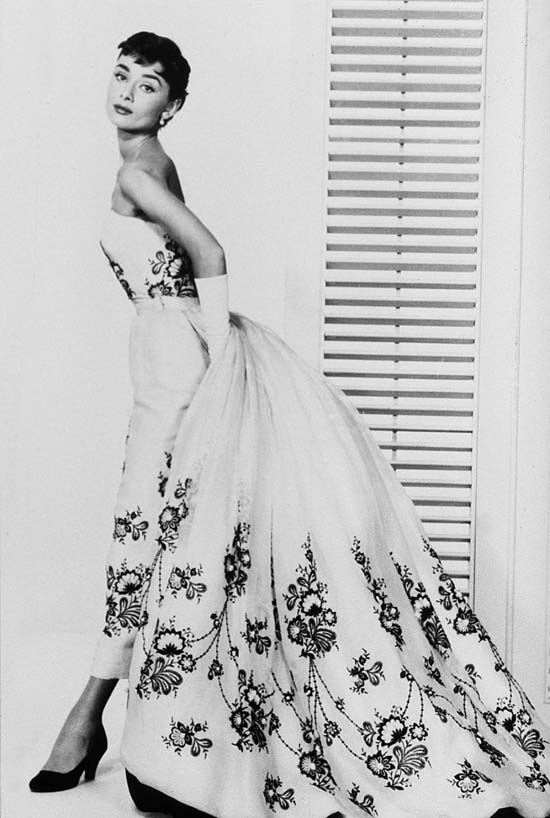 Audrey Hepburn - Chic, Style With An Elegant Fashion Flare  (2)