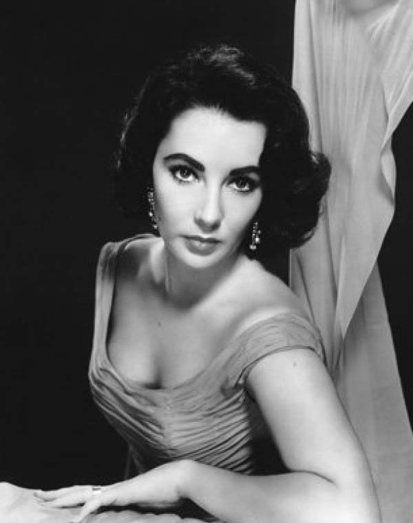 Elizabeth-Taylor-Hollywoods-Most-Allurin
