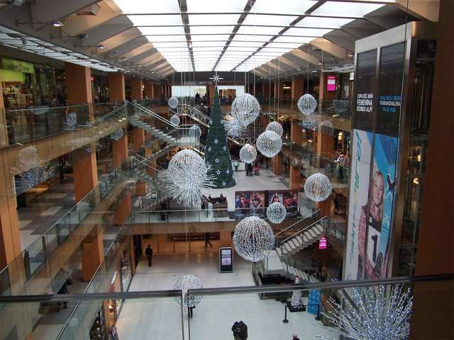 illa carlemagne shopping centre in Andorra