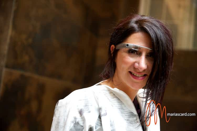 Gracie Opulanza trying on Goggle GLass Mayfair Hotel London (3)