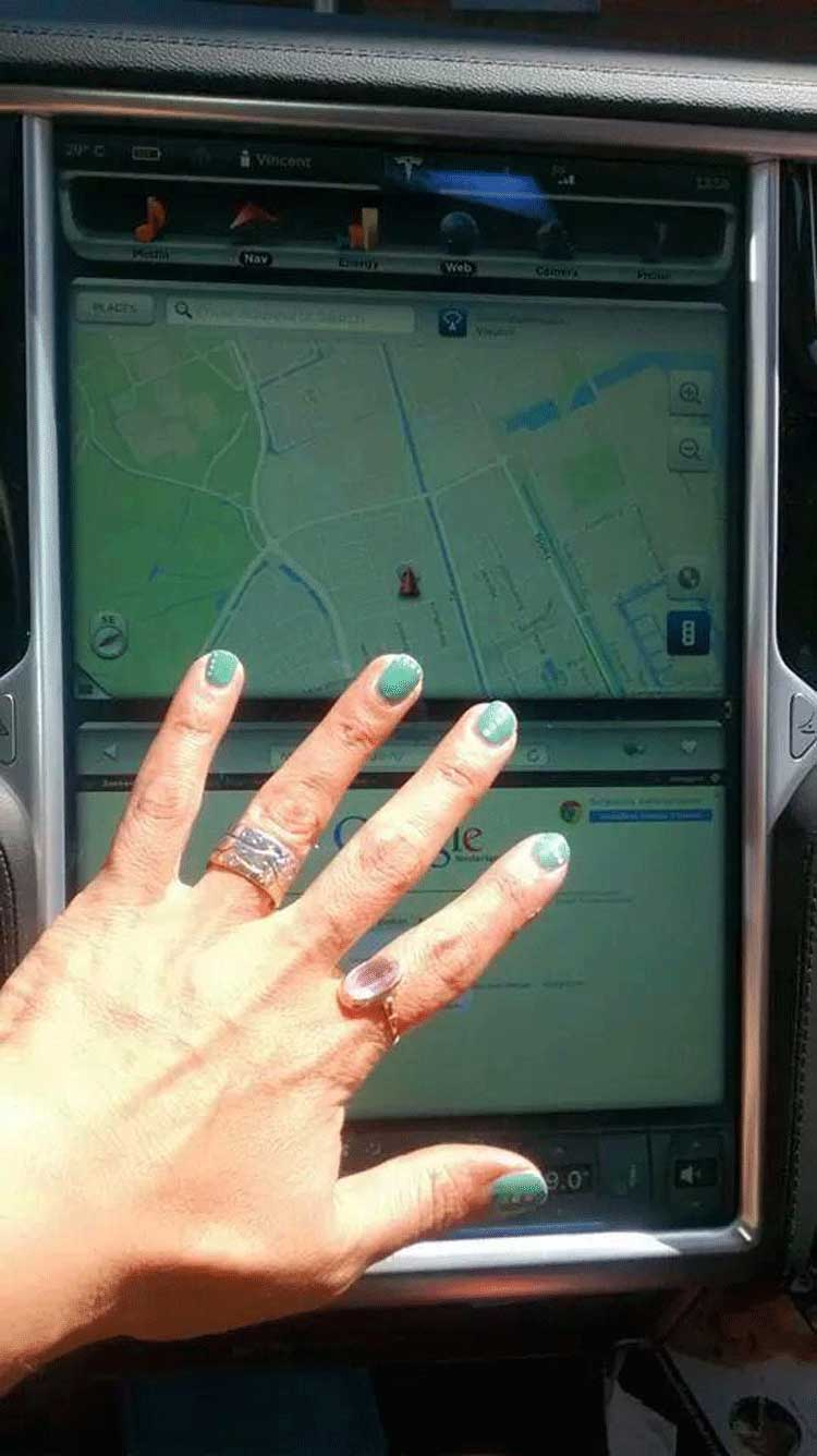 Tesla-Motor-Electric-Model-S-O.P.I.-Nail-polish