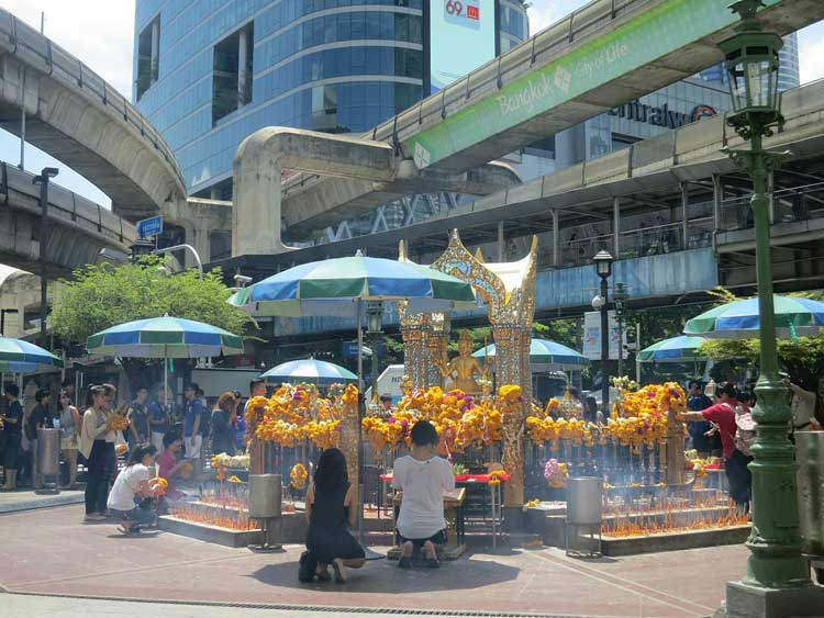 Erawan_Shrine,_Ratchaprasong,_May_2015