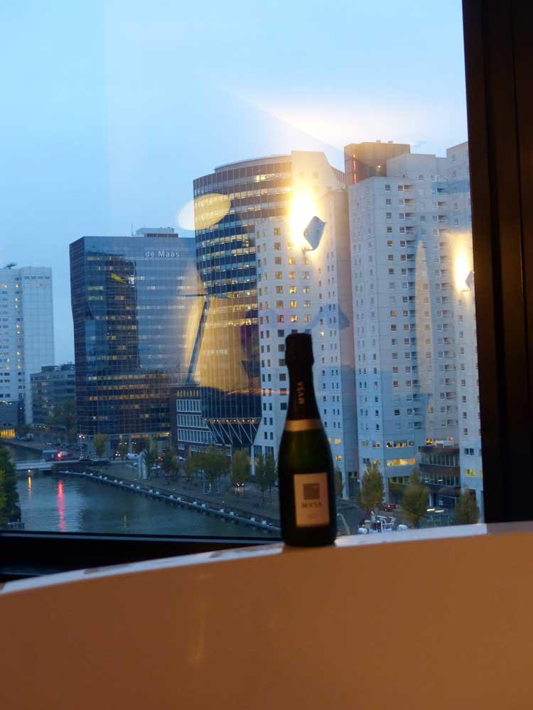 mainport-hotel-room-cava