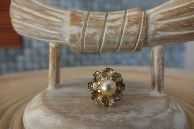 Gold, silver south sea pearl