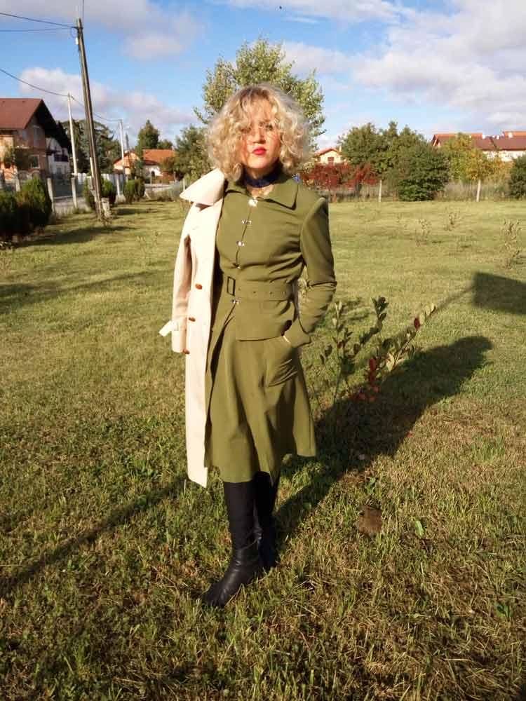 monique-collignon-mihaela-markovic-gracie-opulanza-marketing-100-plastic-suit-1-jpg-white