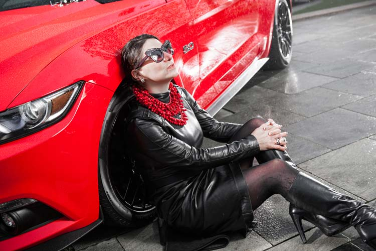 Ford-Mustang-GT-V8-Gracie-Opulanza-fendi-leather-dress-2015-10